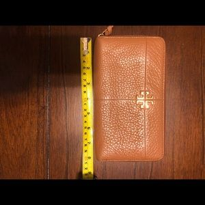 EUC authentic Tory Burch wallet